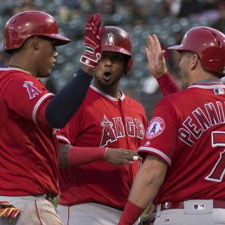 Sizzling Alonso can't keep A's in win column