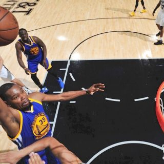 Warriors stand at brink of third straight NBA Finals
