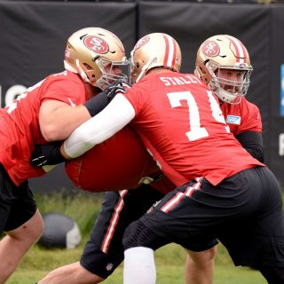 49ers offensive line looks shaky at OTAs