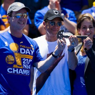 Warriors owners pick up the check for million-person party