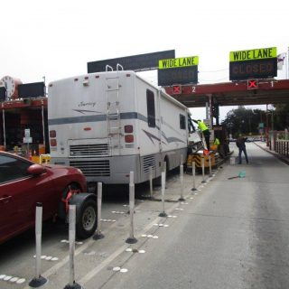 RV gets stuck in GGB toll plaza