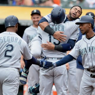 Cruz, Mariners power past A's, struggling Cotton