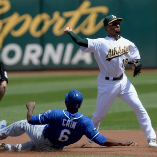 Royals' 9th-inning rally fends off A's comeback