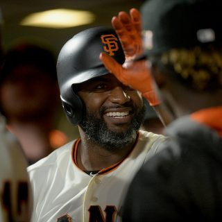 Giants storm slumping Dodgers in wee hours