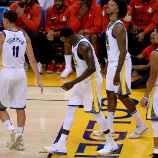 Durant jumper misses buzzer, Warriors fall in opener