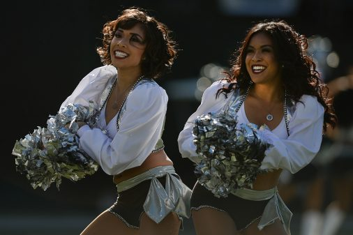 Raiders survive Giants, rise to top of AFC West 44