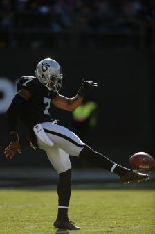Raiders survive Giants, rise to top of AFC West 40