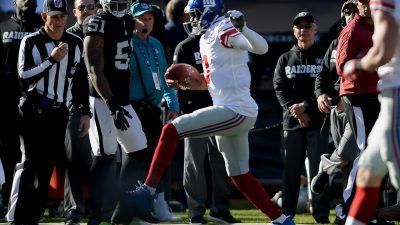 Raiders survive Giants, rise to top of AFC West 38