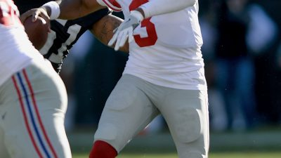 Raiders survive Giants, rise to top of AFC West 28