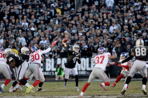 Raiders survive Giants, rise to top of AFC West 21