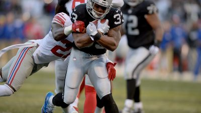 Raiders survive Giants, rise to top of AFC West 14