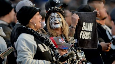 Raiders survive Giants, rise to top of AFC West 10