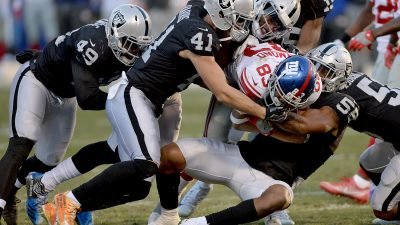 Raiders survive Giants, rise to top of AFC West 9