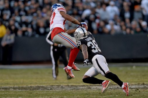 Raiders survive Giants, rise to top of AFC West 7