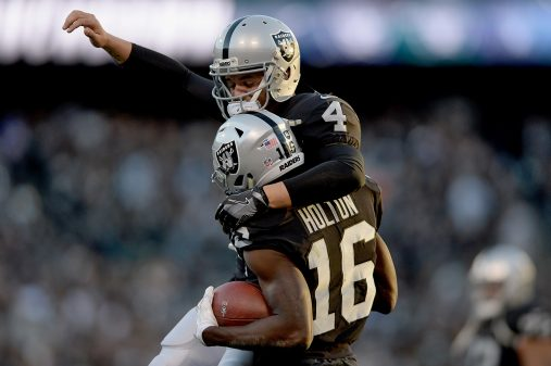 Raiders survive Giants, rise to top of AFC West 5