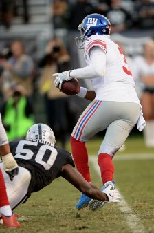 Raiders survive Giants, rise to top of AFC West 4