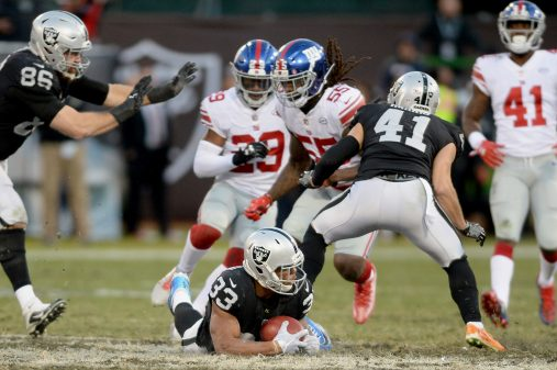 Raiders survive Giants, rise to top of AFC West 1