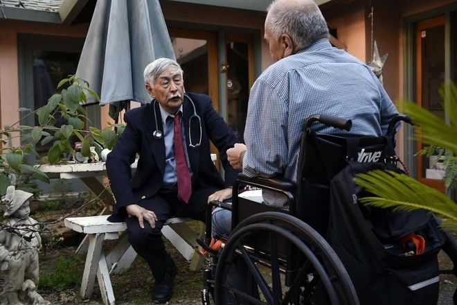 Dr. Floyd Huen meets with Apothecarium patient Dieter Schien, who uses cannabis in liu of opioids. Photo: Michael Short, Special To The Chronicle
