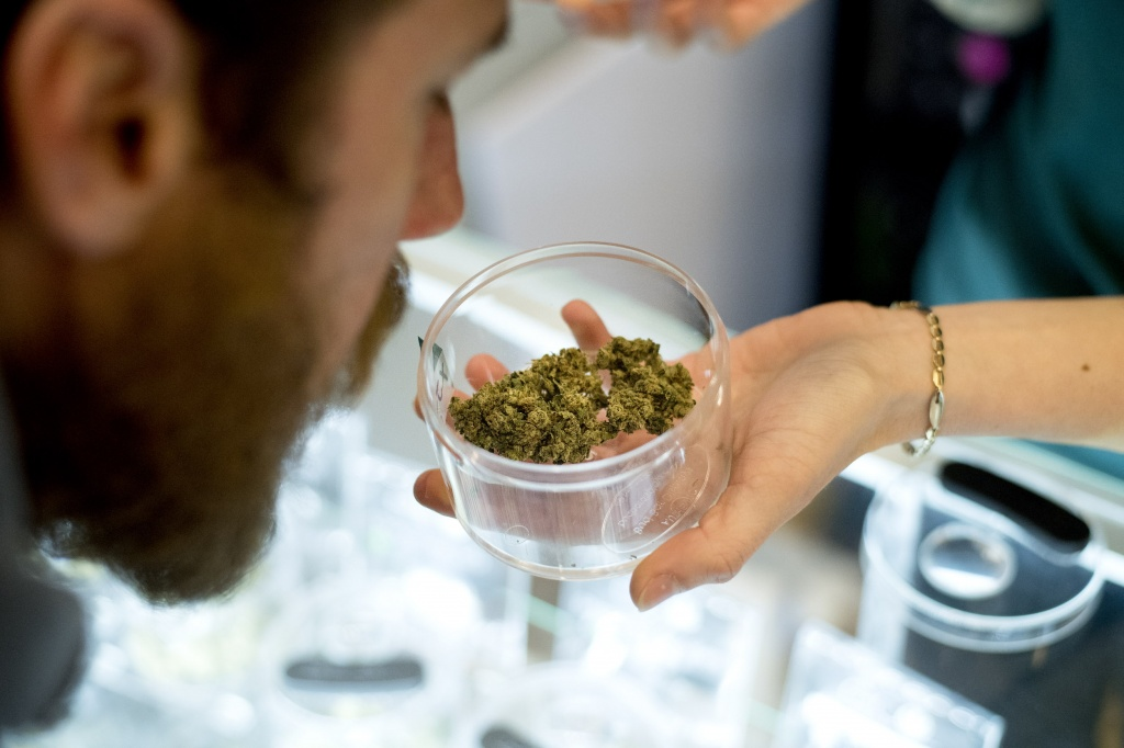 Sixty percent of cannabis users make purchases based on smell. | Photo: Noah Berger