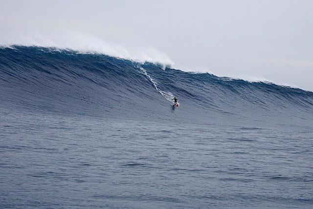 Giant Late Season West Swell Sends Xxl Surf To Oahu 39 S