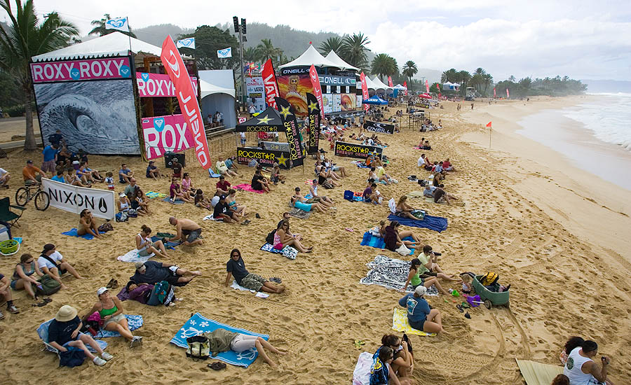 60f63d9b13 SURF NEWS Clouds and strong trades greeted those who came out to watch.  Photo