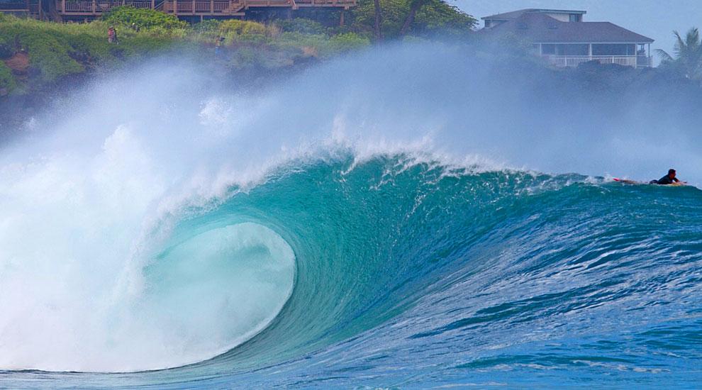 XXL <b>SWELL</b> HITS HAWAII   SURFLINE.COM