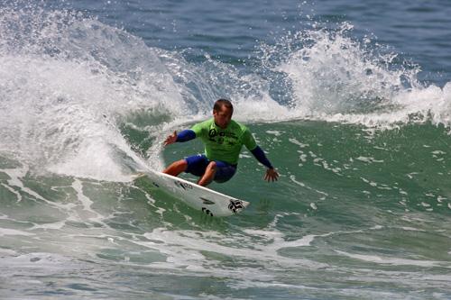 mike hoisington wins  event   huntington beach pro  surf series surflinecom