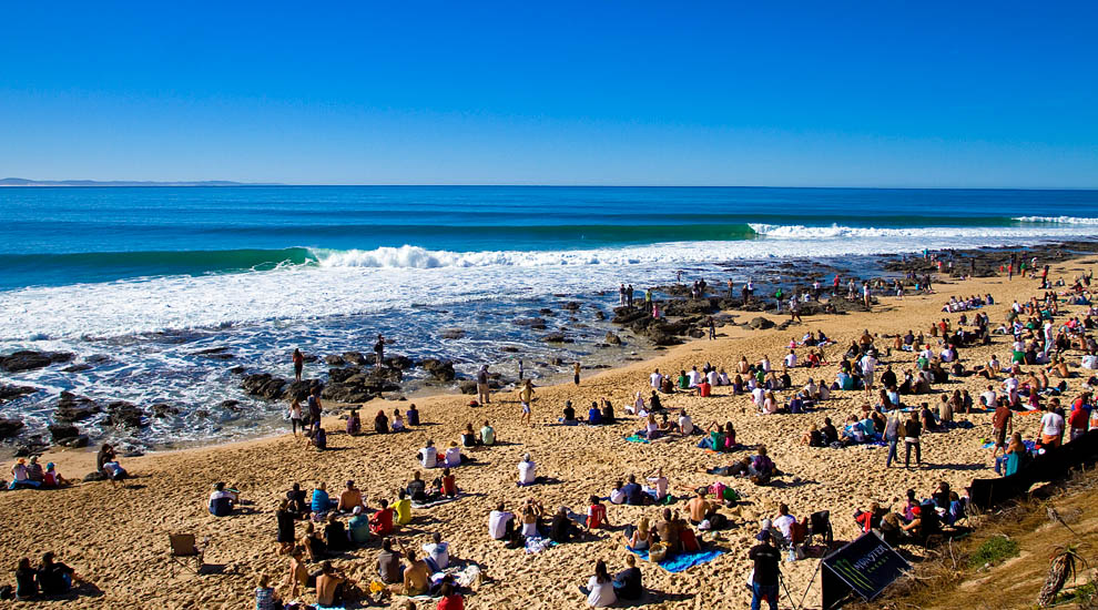 http://www.surfline.com/wctcontestzone/2010/07_july/jbay_final/full/02-JeffreysBay18.jpg