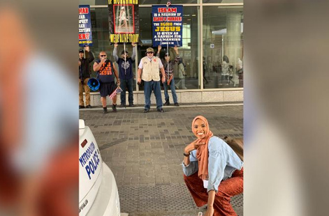 Viral Photo: When woman 'smiled in the face of bigotry'