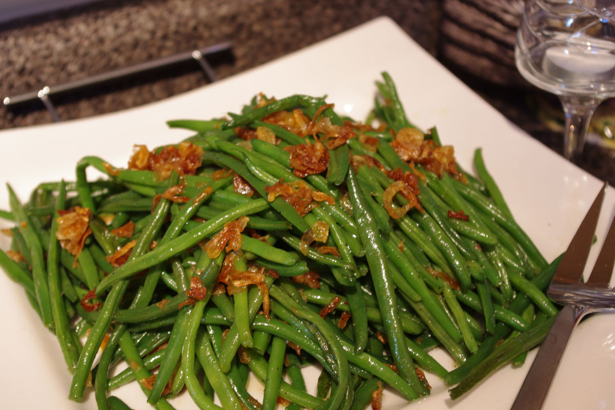 green beans with shallots in a serving dish