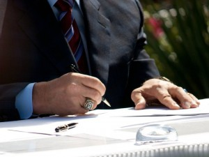 arnold signing