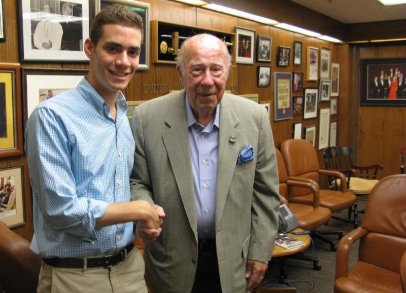 Stanford junior Yisroel Quint with former U.S. Secretary of State George Shultz. (Photo credit: Hillel@Stanford) George Shultz