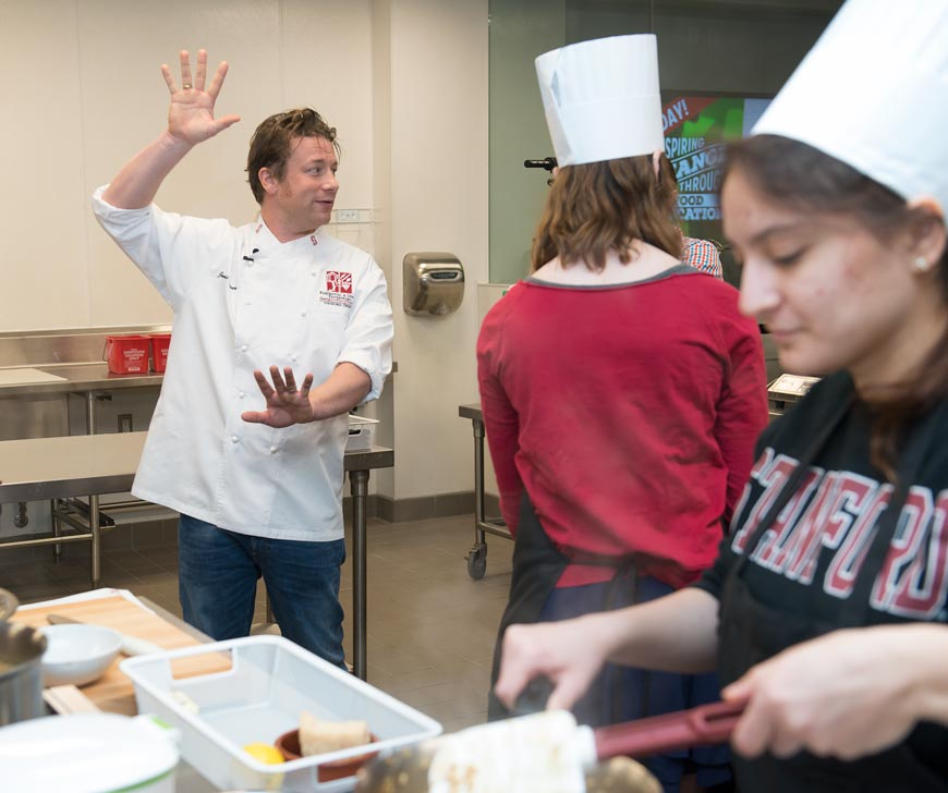 Chef Jamie Oliver in Stanford's Teaching Kitchen. (Photo credit: L.A. Cicero)
