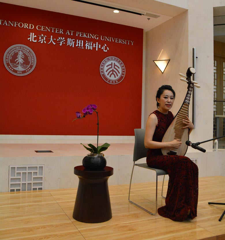 Zhao Cong plays the pipa at the China Art Forum. Photo by Sanjiu Zhang