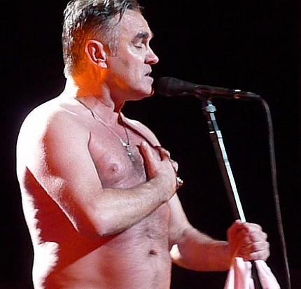 morrissey-shirtless-britpopnews