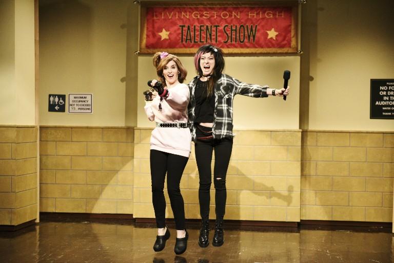tina-fey-cyndi-lauper-system-of-a-down-snl-talent-show-sketch-watch