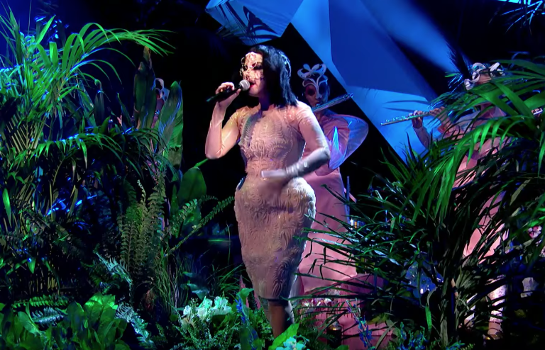 Bjork Jools Holland Performance
