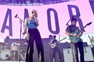 """Video: Paramore – """"Caught in the Middle"""""""