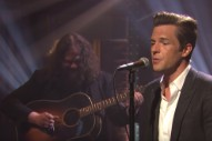 """Watch The Killer's Brandon Flowers Perform an Acoustic Version of """"When You Were Young"""" on <i>Seth Meyers</i>"""