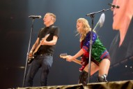"""Taylor Swift Covers """"Summer of '69″ with Bryan Adams: Watch"""