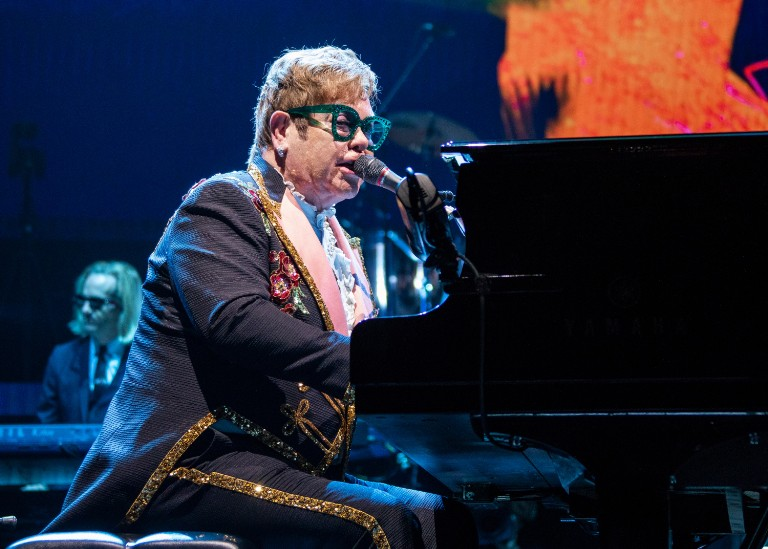 elton-john-honors-aretha-franklin-with-detroit-performance-of-border-song