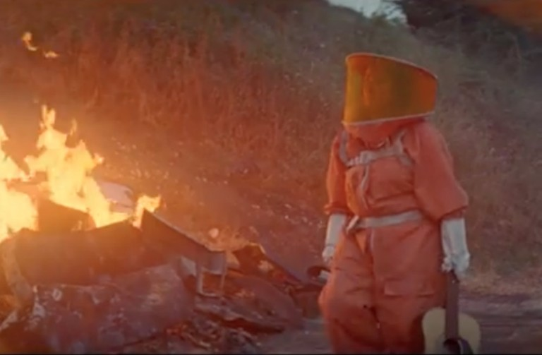 """The Breeders Release """"Spacewoman"""" Video Directed By Richard Ayoade"""