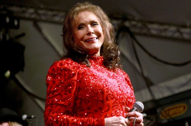 loretta-lynn-hospitalized-with-some-serious-issues