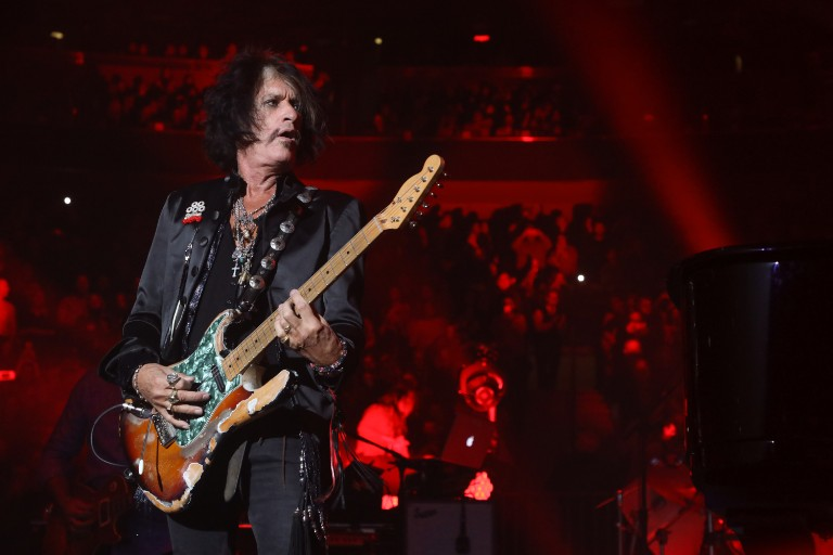 joe-perry-hospitalized-collapse-at-billy-joel-performance
