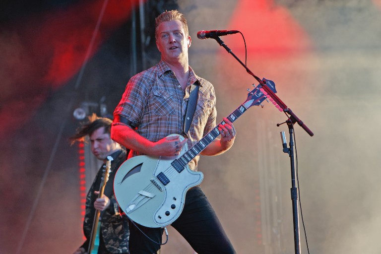 queens-of-the-stone-age-josh-homme-silent-night-twas-the-night-before-christmas-stream