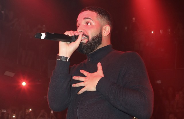 drake-kisses-and-gropes-17-year-old-girl-in-newly-surfaced-video