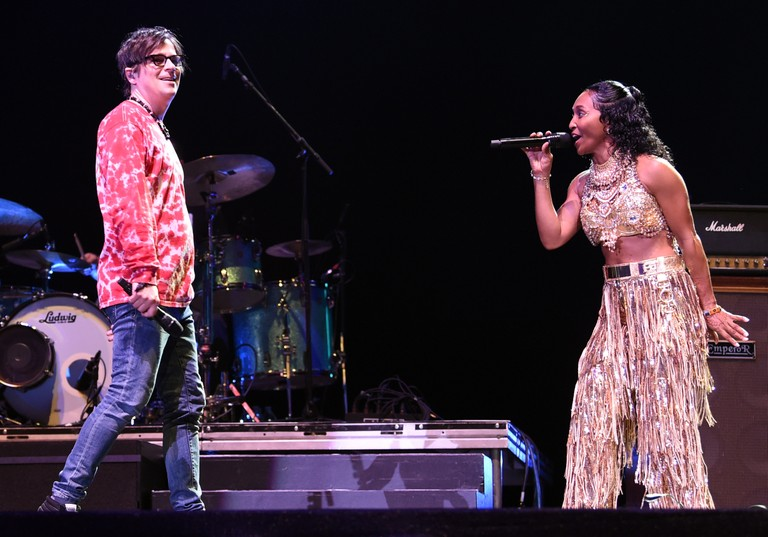 weezer-brings-out-tlc-chilli-tears-for-fears-at-coachella-2019-watch