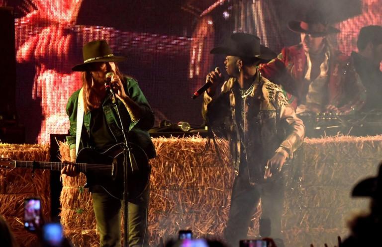Lil Nas X Billy Ray Cyrus Stagecoach Performance Watch