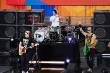 Blink-182 Performs On ABC's