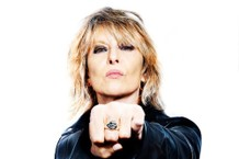 "Chrissie Hynde Covers the Kinks' ""No Return"""